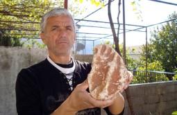 Šemsudin Begović with his fossil footprint